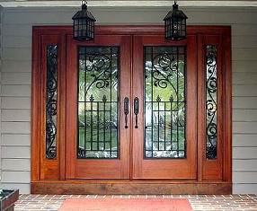 Puertas de entrada de madera maciza puertas de frente for Puertas antiguas dobles